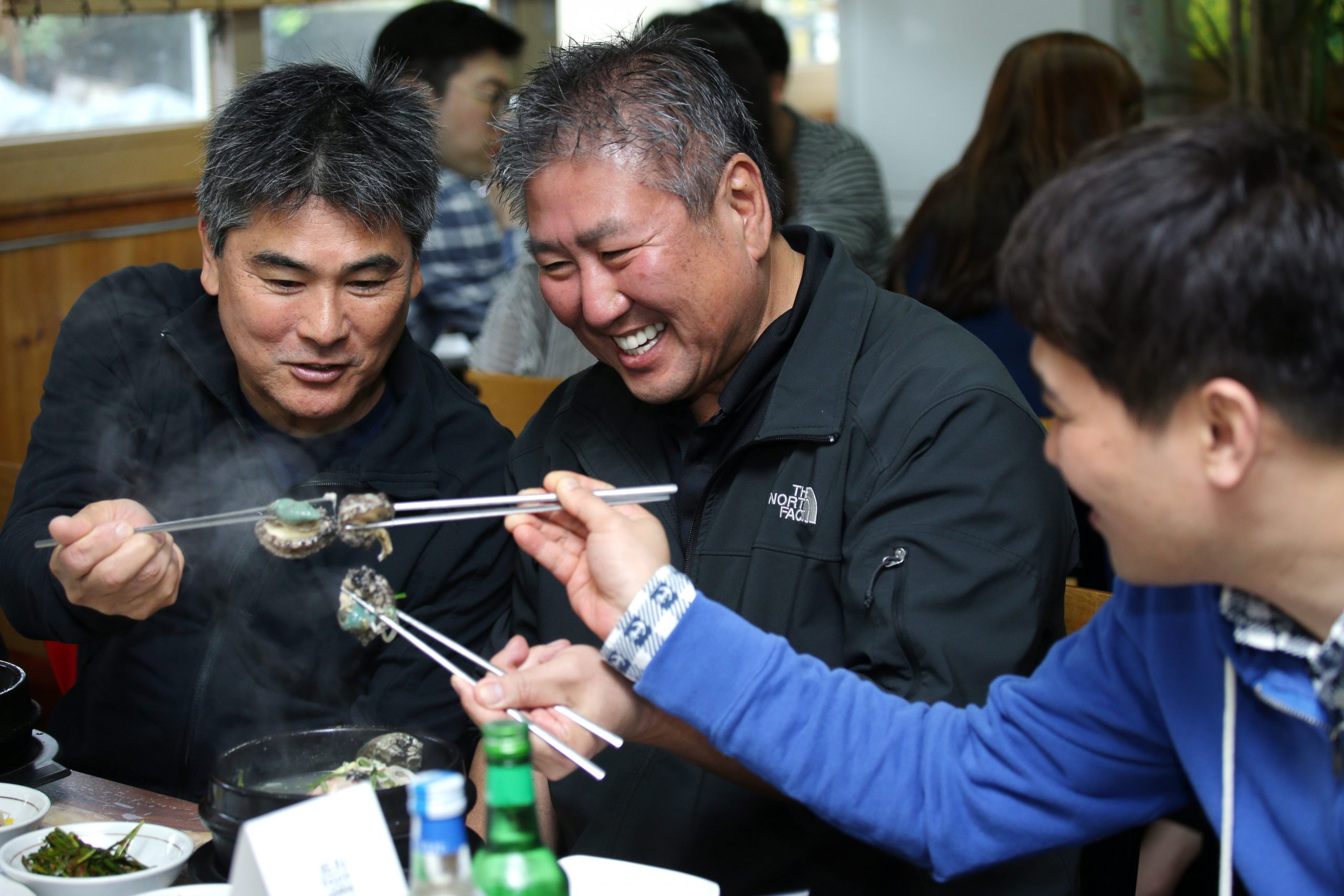 Chefs eating abalone ginseng chicken soup at Jeju Gourmet Week restaurant